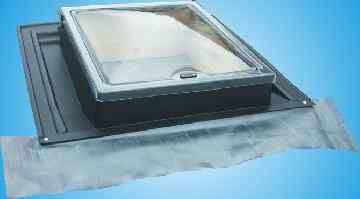 Střešní okno UNI světlost 450 x 550 mm Gutta